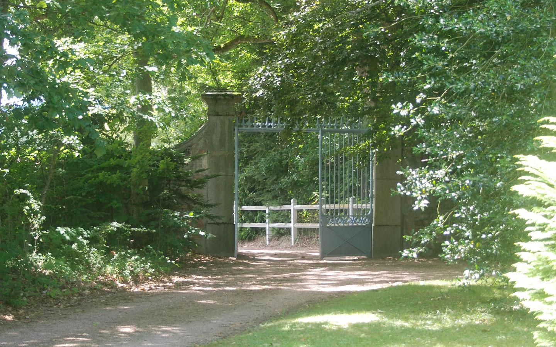 De entree naar Chateau Les Bardons