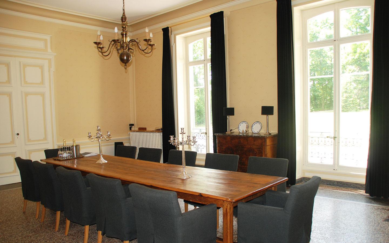 Plattegrond groepsruimte vakantiehuis met zwembad in frankrijk voor 12 - Idee van de eetkamer ...