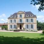 voorkant van Chateau Les Bardons