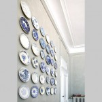 Antique plates that decorate the dinning-room